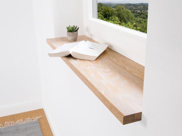Fensterbank Eiche mit weißer Pore passt perfekt zum modernen Landhausstil